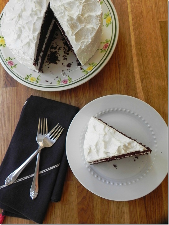 hershey's-perfectly-chocolate-cake-with-fluffy-white-icing-4