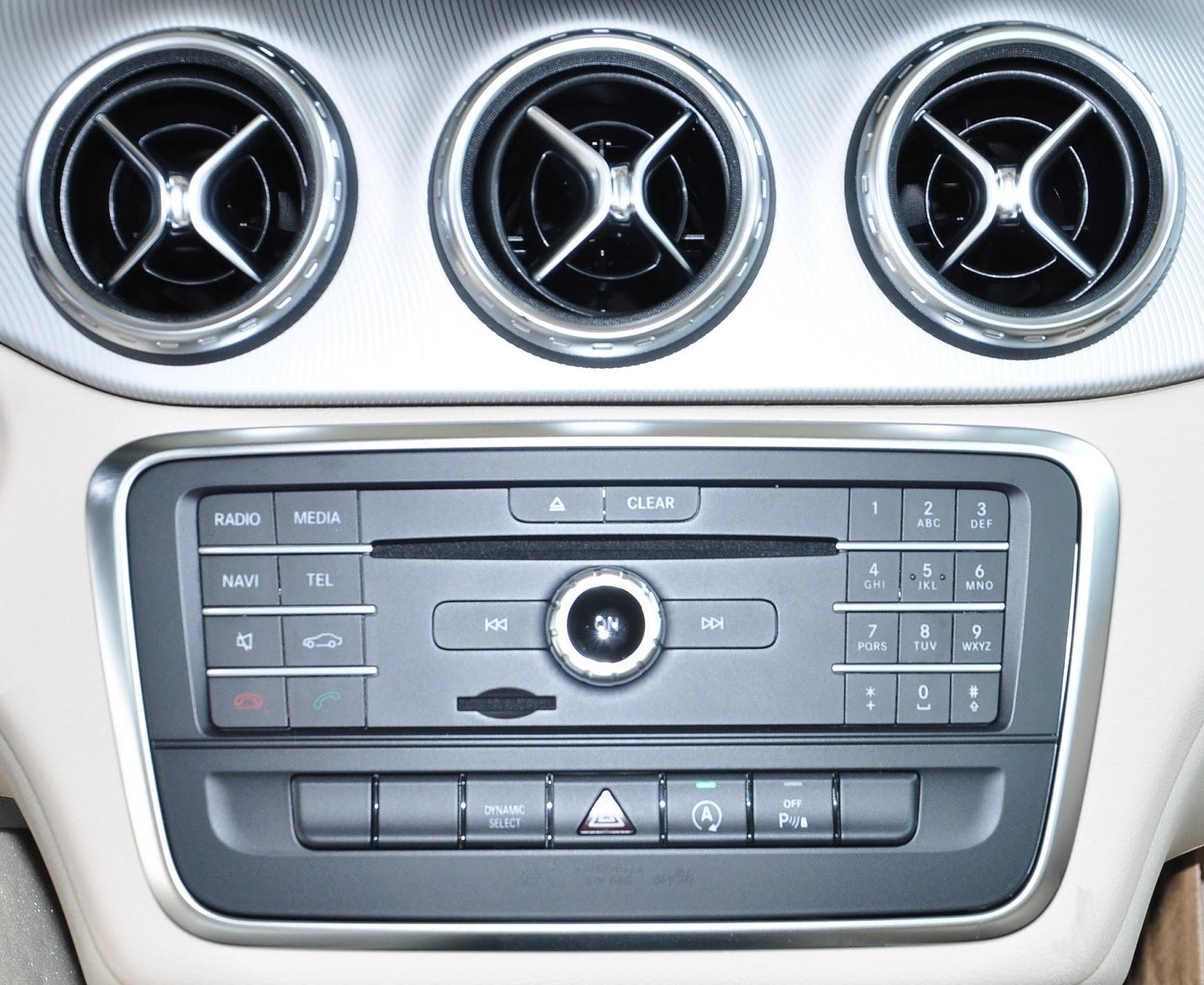 Nội thất xe Mercedes Benz GLA200 màu trắng 05