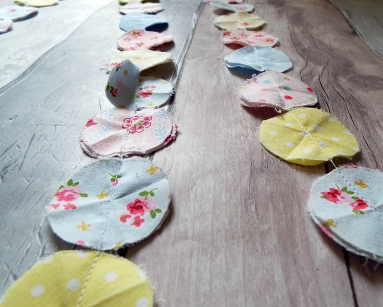 How to make a fabric confetti garland rows