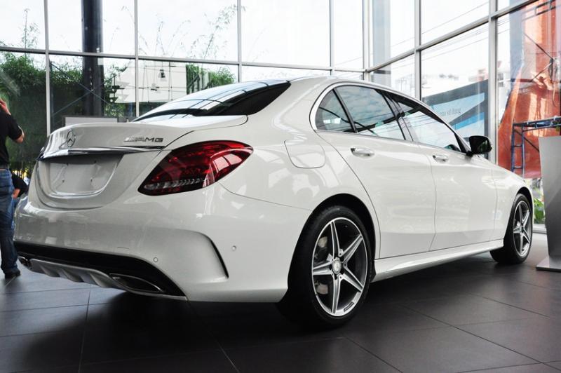 Giá xe Mercedes Benz C300 AMG New Model 02