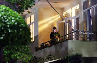 Công an khám xét nhà ông Nguyễn Hữu Tín trên đường Nguyễn Thị Minh Khai, quận 1, TP. HCM tối 18/9.