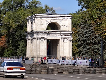 Obiective turistice Chisinau: Arcul de Triumf