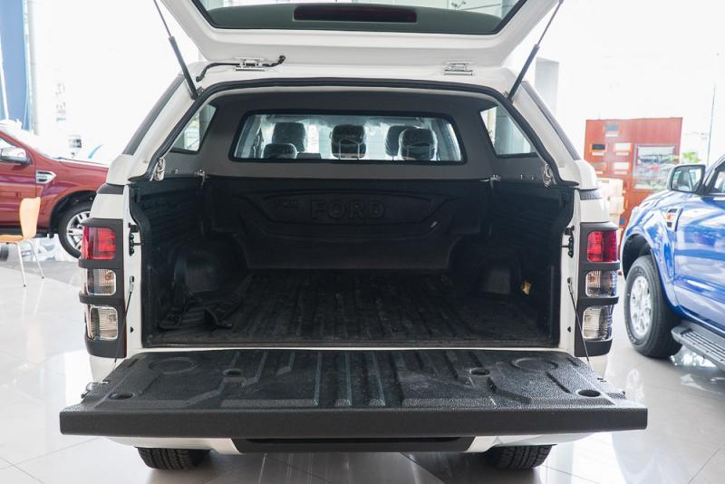 Xe Bán Tải Ford Ranger Hoàn Toàn Mới màu trắng 010