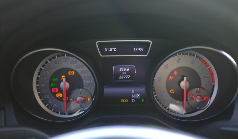 Nội thất xe Mercedes Benz CLA250 cũ 2014 màu trắng 08