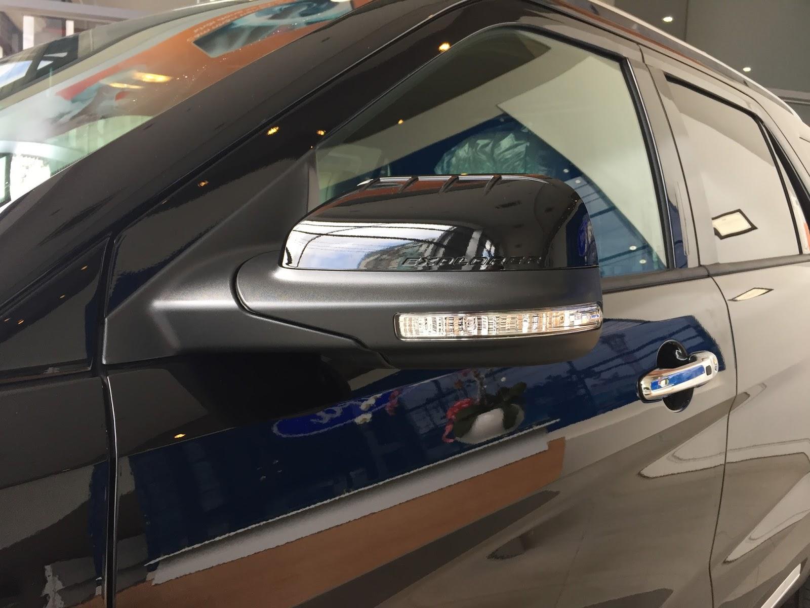 Xe Ford Explorer Limited 4WD màu đen 06