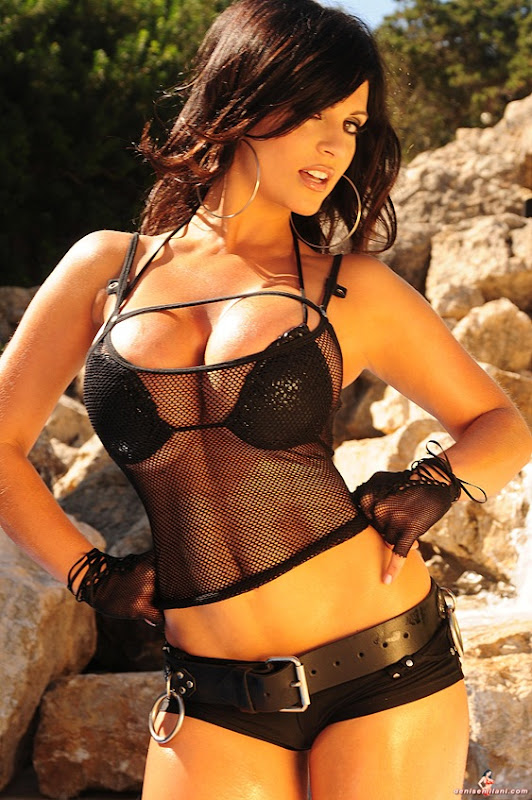 Denise Milani 13