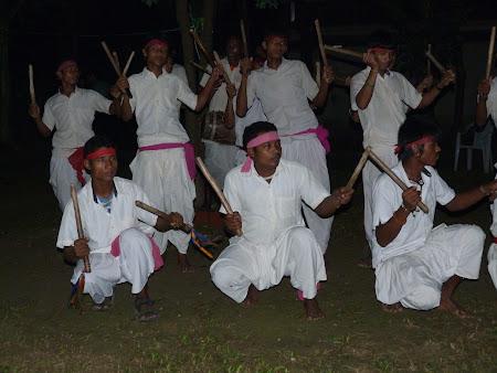 Traditii Nepal: dansuri tharu