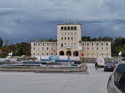 Obiective turistice Tirana: Politehnica din Tirana