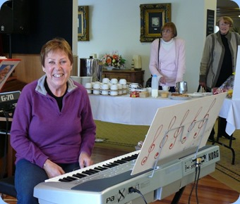Yvonne Moller preparing to play her Korg Pa1X. With Club members Dagmar Tennant and Val Alison watching-on. Photo courtesy of Dennis Lyons.