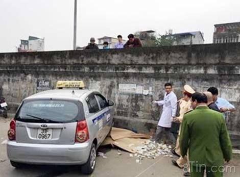 Hà Nội: Taxi điên đâm 1 cụ già tử vong