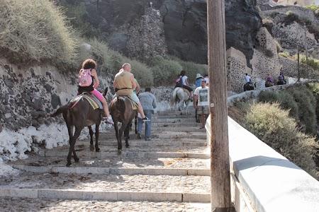 03. Calare pe magari in Santorini.JPG