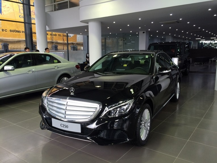 Xe Mercedes Benz C250 Exclusive new model màu đen 01