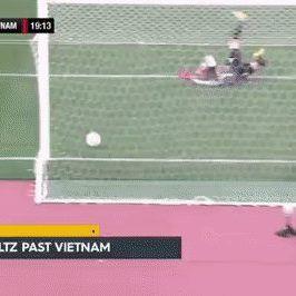 1 trong số 9 bàn thua của ĐT nữ Việt Nam trước Australia chiều nay.