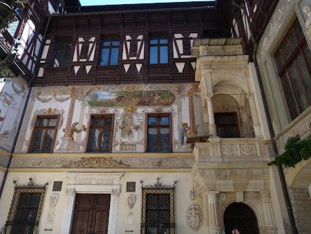 Imagini Romania: curtea interioara Castel Peles Sinaia