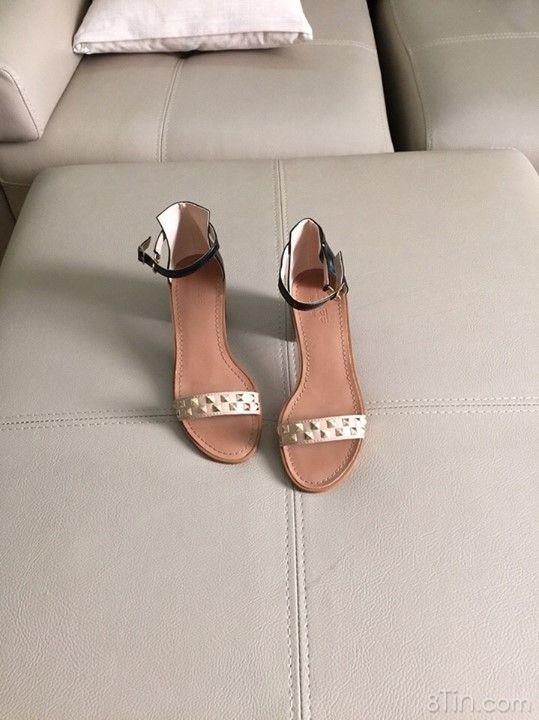 Tổng hợp các mẫu giày siêu êm chân có độ cao từ