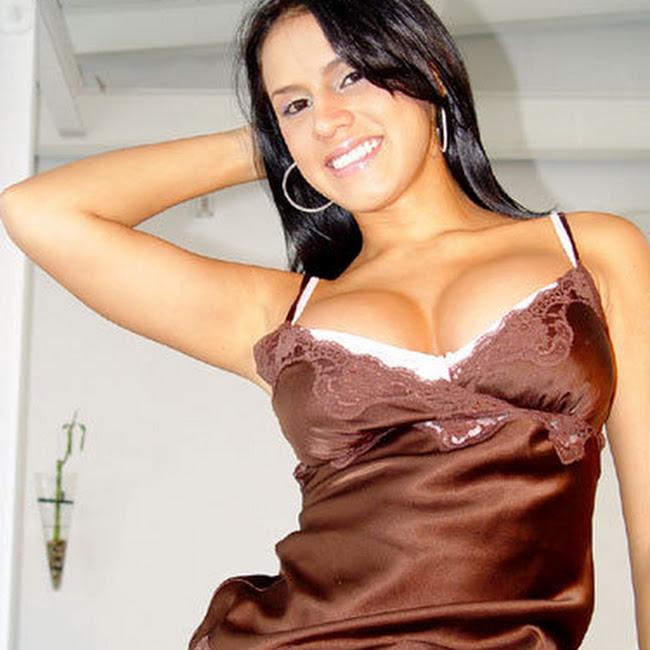 Andrea Rincon Striptease Prendas Foto 3