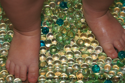 water bead sensory play ideas