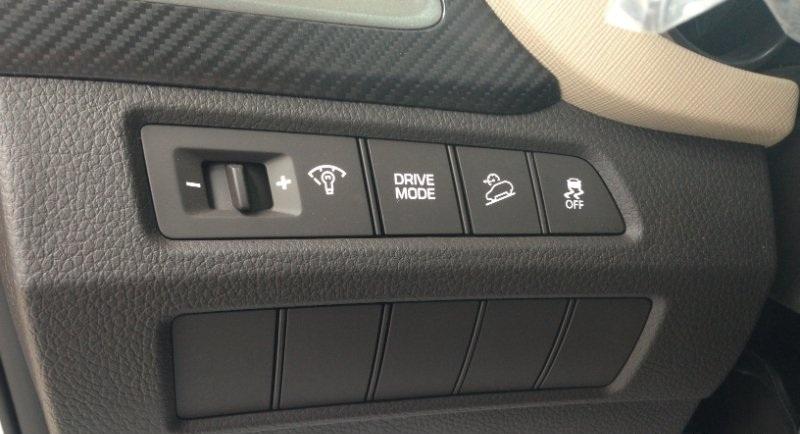 Nội thất xe Hyundai Santafe 7 Chỗ máy xăng màu trắng 024