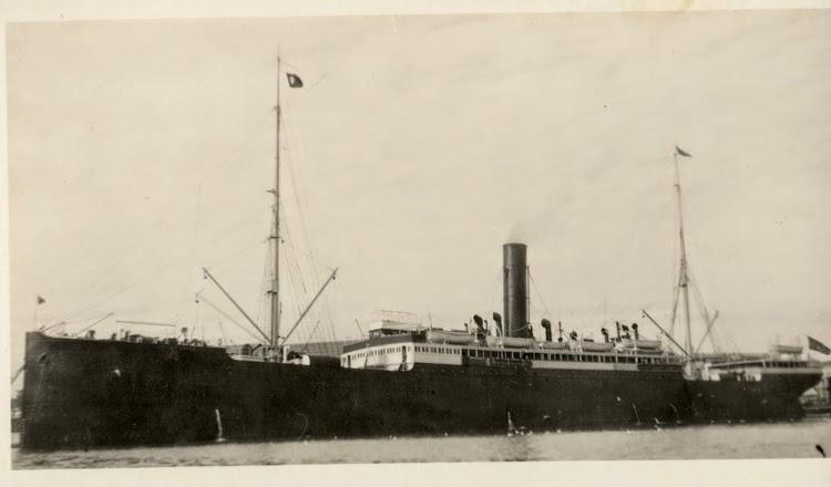 El vapor ANTONIO LOPEZ atracado en un puerto australiano. De la pagina web Picture Australia.jpg