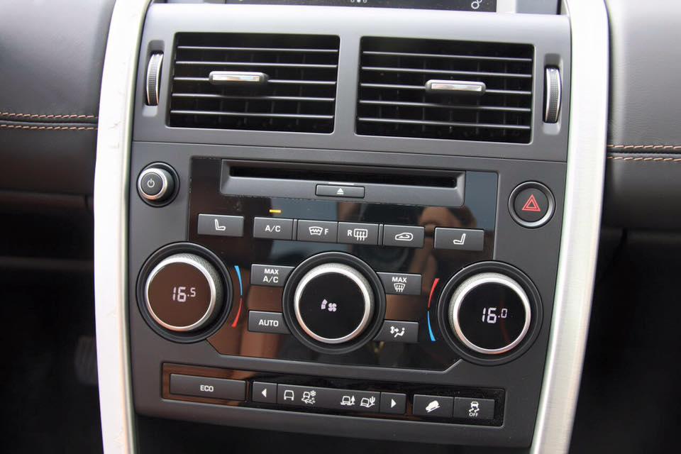 Nội Thất Xe Land Rover Discovery Sport màu vàng cát 09