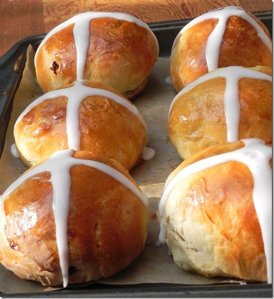 hot-cross-buns-twelve-loaves-1