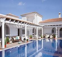 Fachadas-modernas-casa-de-lujo-piscina-arquitectura-contemporanea