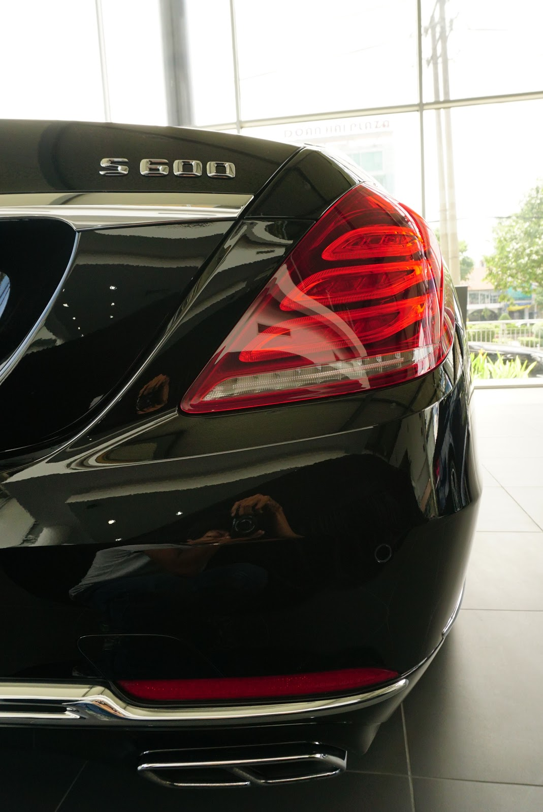 Ngoại Thất Xe Mercedes Benz S600 MAYBACH Màu Đen a06