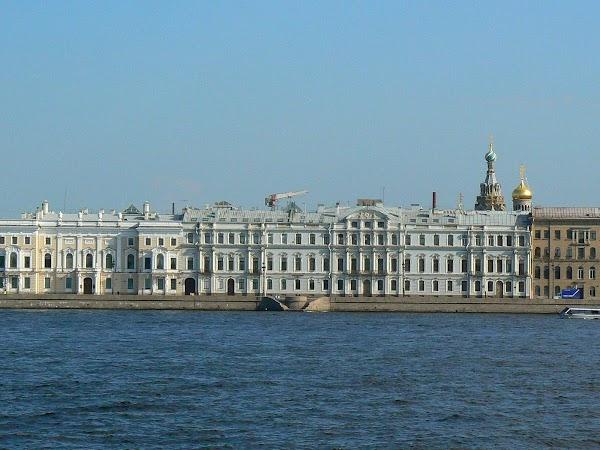 Obiective turistice Rusia: pe malul Nevei - Sankt Petersburg.JPG