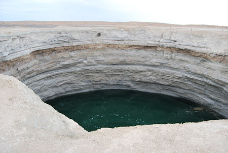 Atractii Turkmenistan: Craterul cu apa