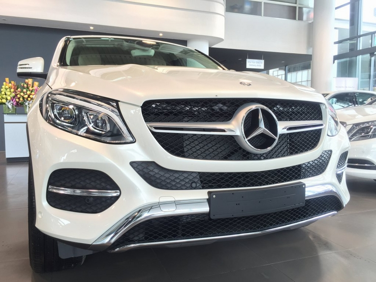 Xe Mercedes GLE 400 Coupe 4Matic màu trắng 02