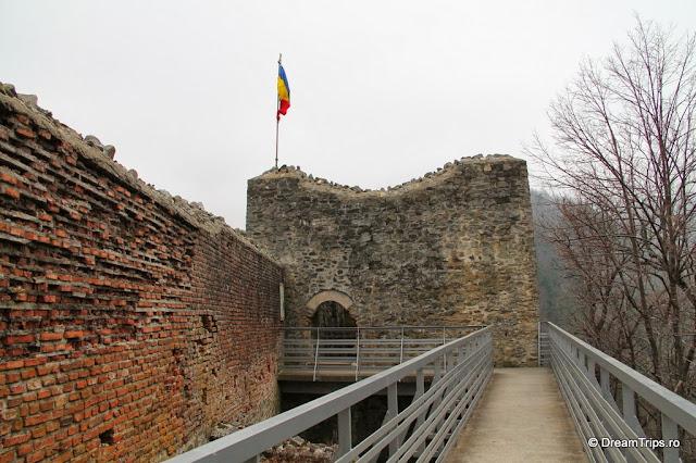Cetatea Poenari turn