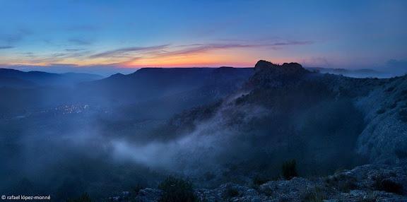 Capafonts des de la serra Plana. Al davant, el Picorandan i darrera, els Motllats. Muntanyes de Prades.Capafonts, Baix Camp, Tarragona