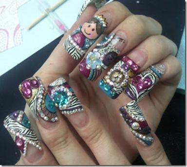 pintar uñas con la virgencita en morado y dorado