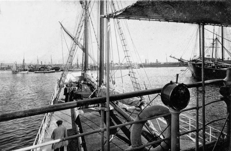 Foto de la cubierta del vapor MIROTRES. Foto Museu Maritim de Barcelona.jpg