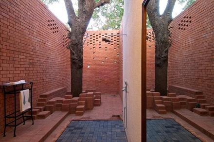 duchas-exteriores-casa-brick-kiln
