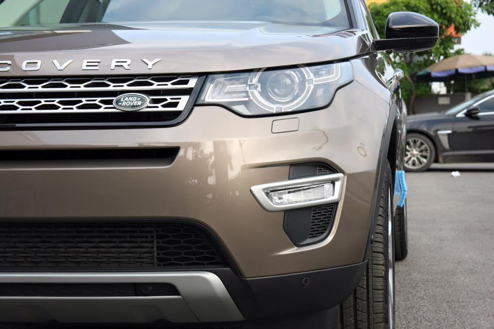 Xe Land Rover Discovery Sport màu vàng cát 02