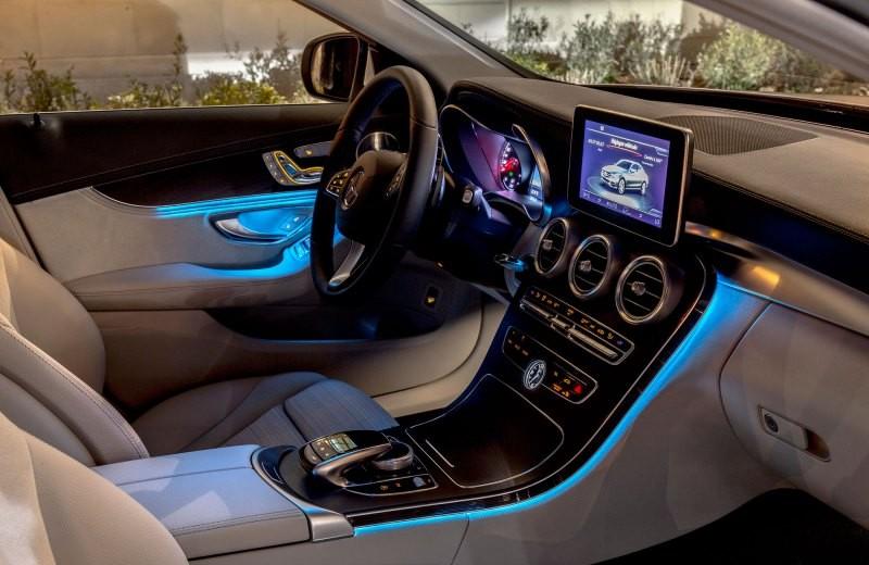 Nội thất xe Mercedes Benz C250 Exclusive new model 04
