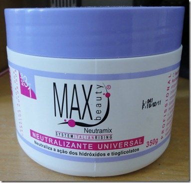f8fcaca11 E também já havia comentado com vocês que eu tinha usado a Max Beauty  Máscara Neutralizante Universal aqui, e voltei a usá-la.