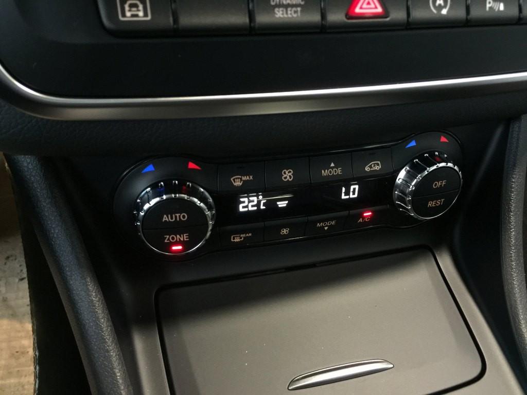 Giá Xe Mercedes Benz GLA250 i