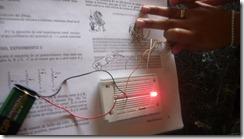 Usando la guía de aprendizaje de electrónica realizamos varias prácticas.