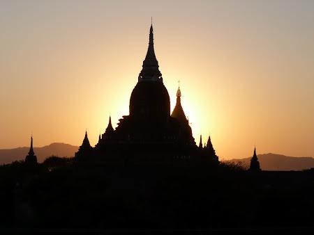 Obiective turistice Myanmar: Apus de soare la Bagan