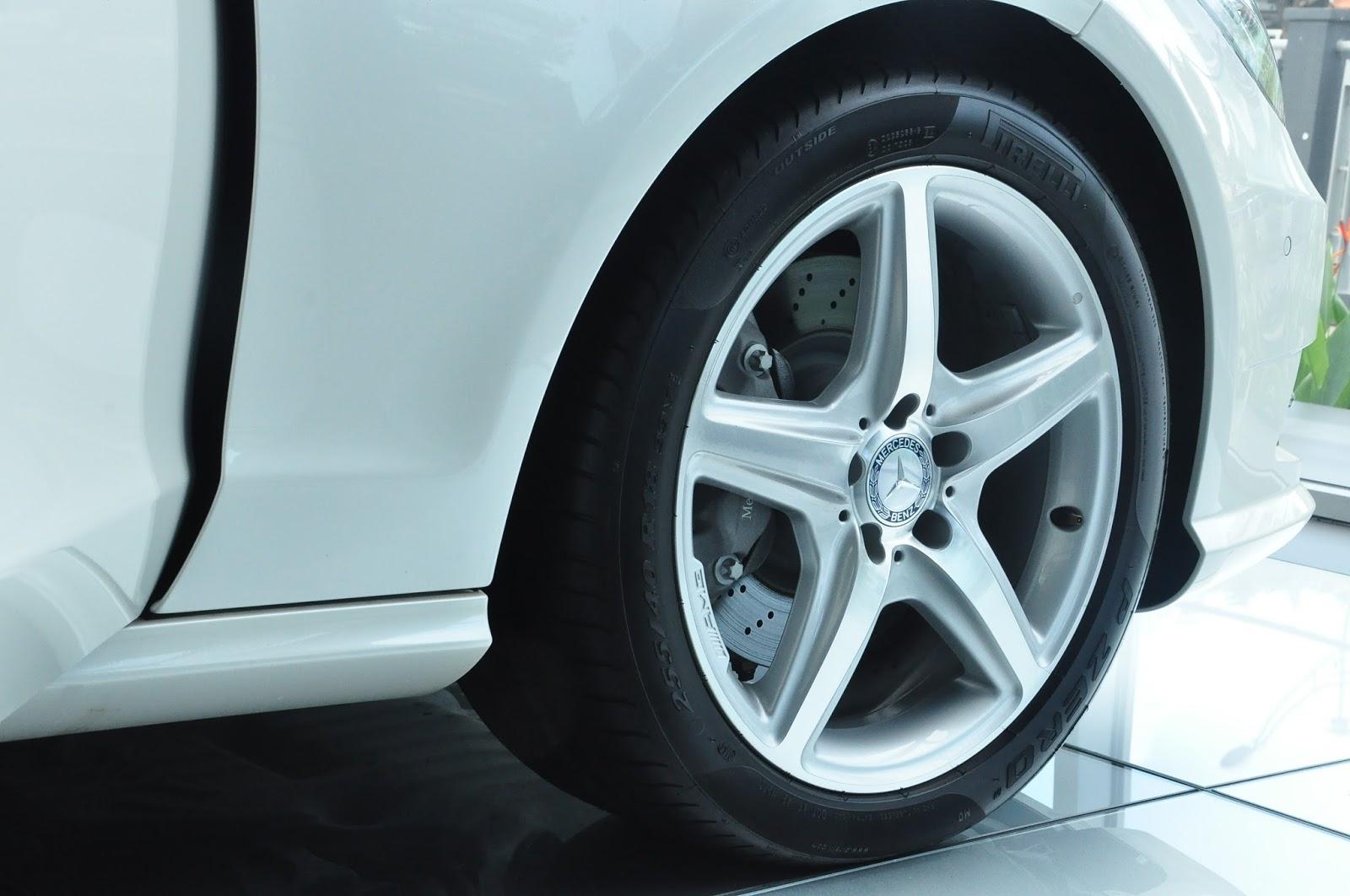 Xe Mercedes Benz CLS350 New Model màu trắng 05