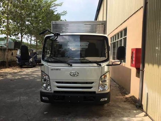 Xe tải 2.5 tấn IZ65 thùng kín model 2018