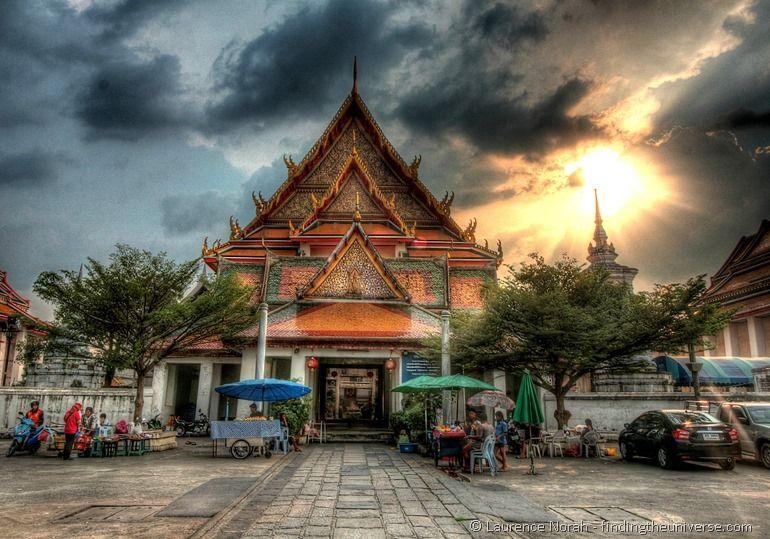 Bangkok temple sunset