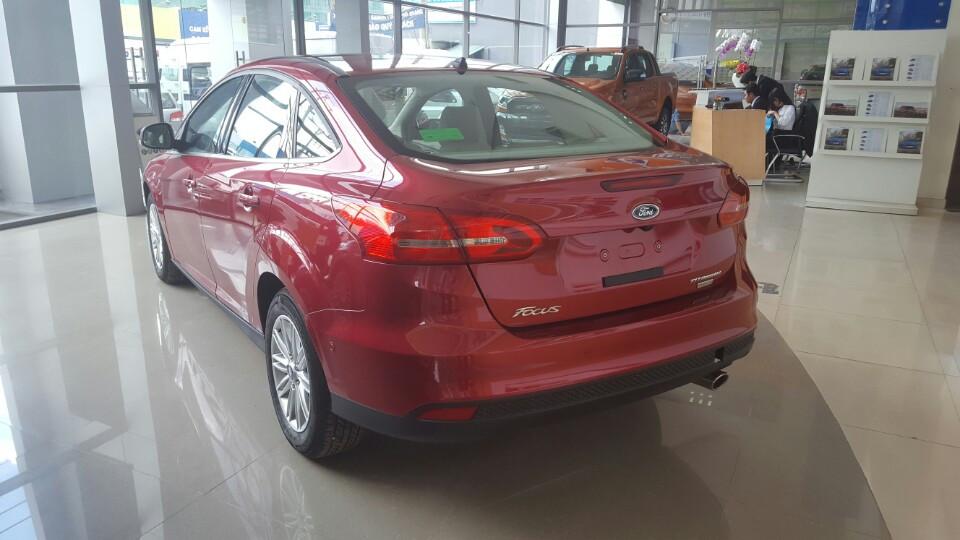 Xe ô tô Ford Focus 2018 màu đỏ 04