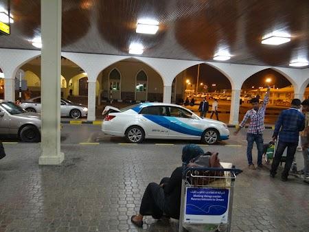 03. Taxi aeroport Muscat.JPG