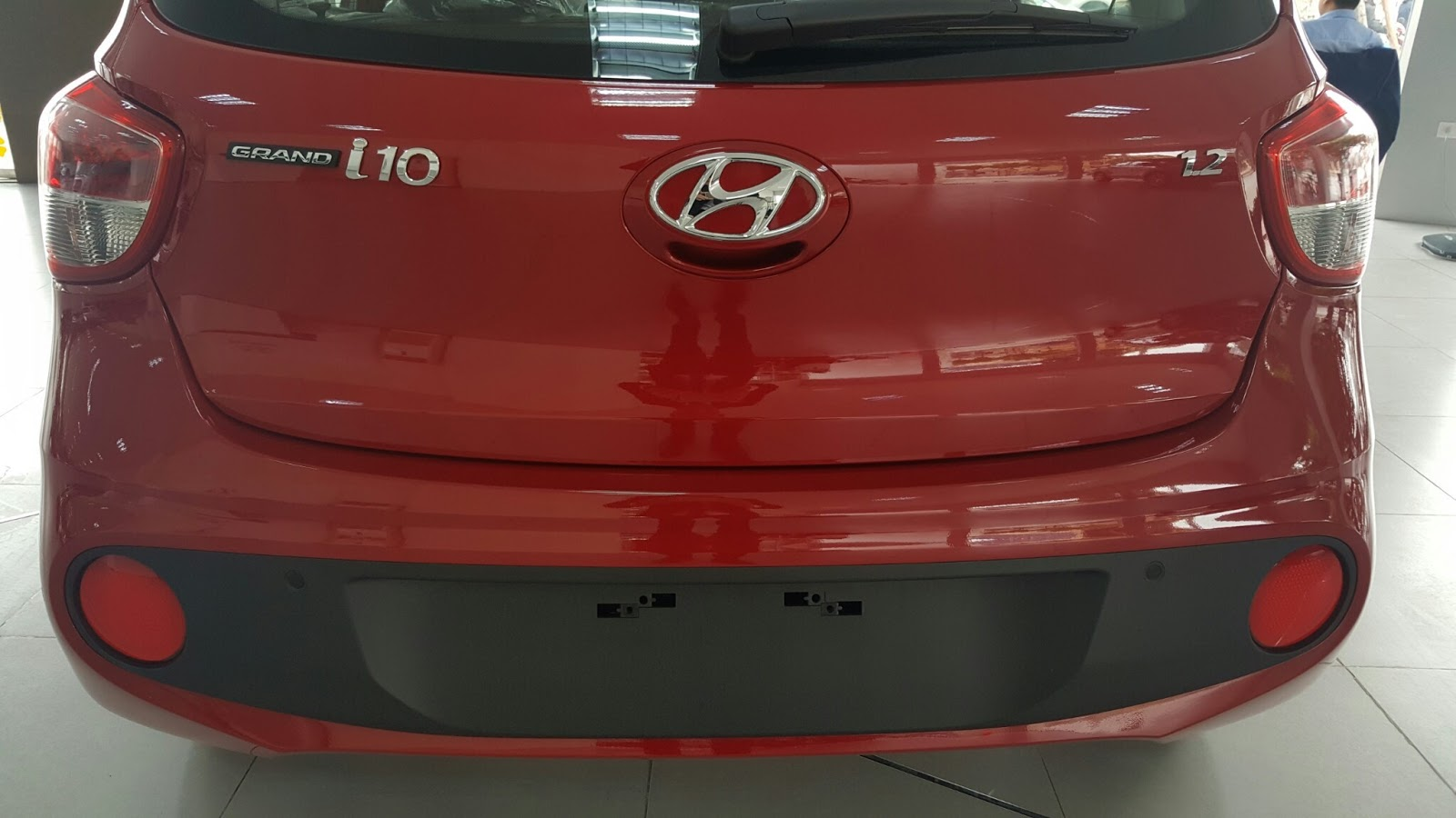 Xe Hyundai Grand i10 Hatchback 5 Cửa Màu Đỏ 011