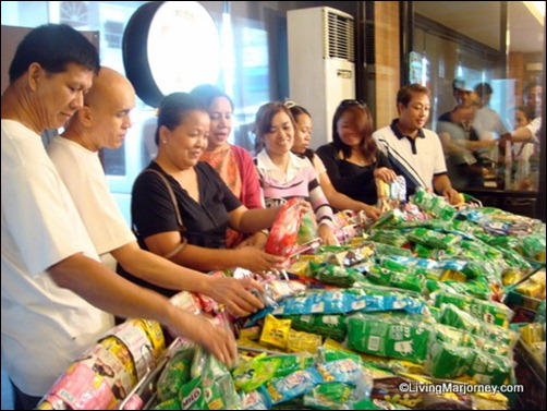 7 OFWs Received Livelihood Assistance from the Villar Foundation
