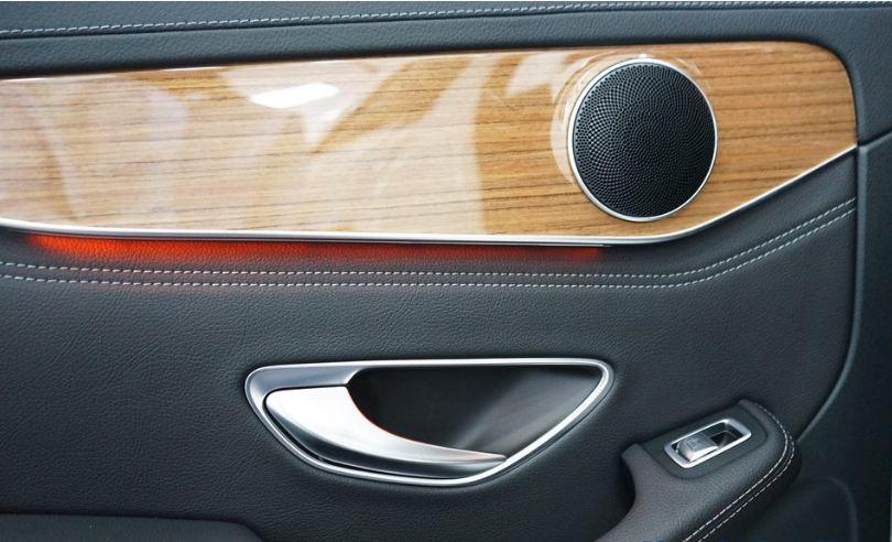 Nội thất xe Mercedes GLC 250 4Matic 09