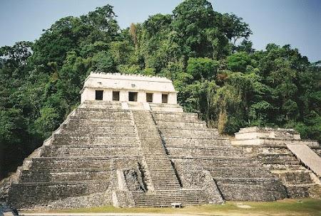 18. Templo de los Inscriciones la Palenque.JPG
